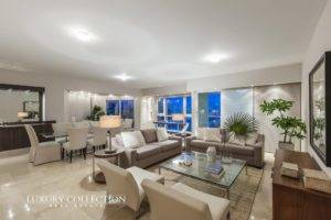 Excelsior Tower apartment for sale in Miramar, with an open floor plan welcome you with glass walls offering views of the Condado Lagoon and ocean.
