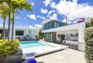 Beachfront house for sale in Park Boulevard Condado with sublime and serene ocean vistas and sounds. Next to one of the best beach in Puerto Rico.