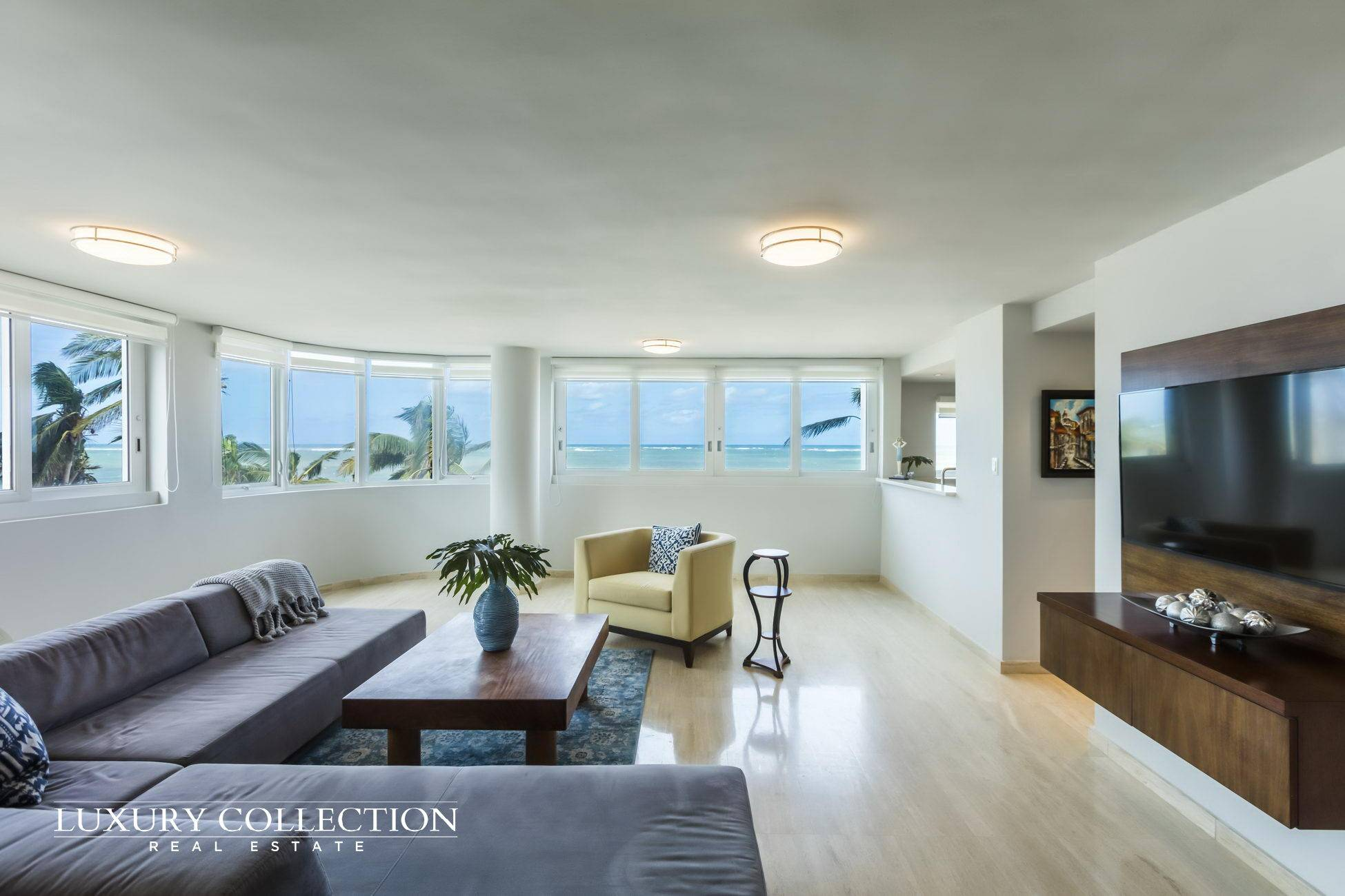Beachfront Apartment for Sale standing at the most residential and best beach area of Condado, Kings Court Playa is an beachfront building. Luxury Collection Real Estate