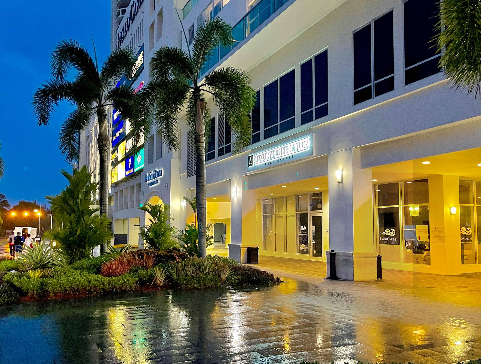 Luxury Collection Paseo Caribe Office, outside view.